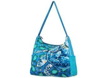 Шведский бренд Oriflame тоже производит яркие и необычные модели женских  пляжных сумок. Яркие варианты с разнообразными принтами просто завораживают. 5b131a6431b