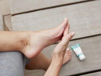 Косметические средства по уходу за кожей стоп