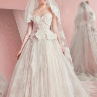 Свадебное пышное платье с Кружевным верхом от ZUHAIR MURAD