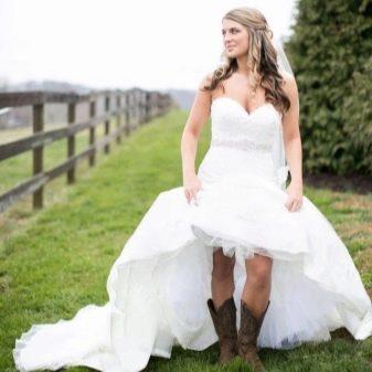 Невеста в стиле рустик в сапогах