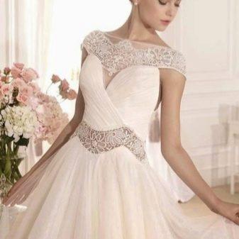 Свадебное платье от Tarik Ediz с кружевными вставками