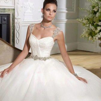 Пышное свадебное платье, украшенное бисером