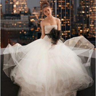 Свадебное пышное платье с бантом