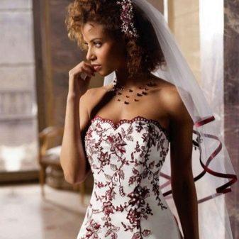 Свадебное платье бело-красное с фатой