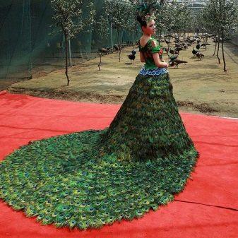 Платье из перьев павлина свадебное