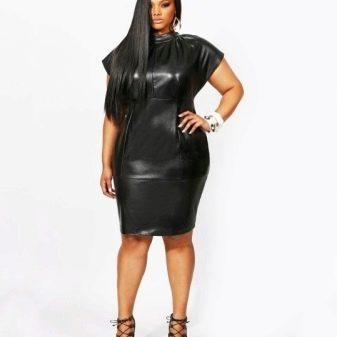 Черное кожаное платье-футляр для полных