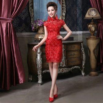 Нарядное короткое красное платье-ципао
