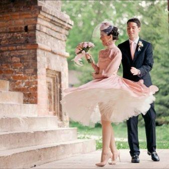 Платье в стиле стиляг с белым подъюбником