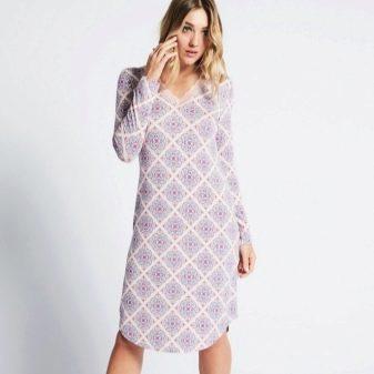 Домашнее платье средней длины с длинным рукавом