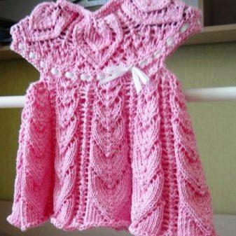 Сбока вязаного платья спицами