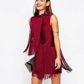 Бордовое платье с бахромой