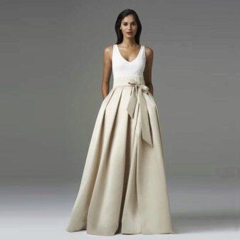 Бежевая длинная юбка с бантом - вечерний образ