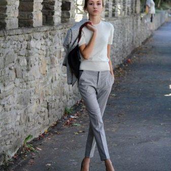 Узкие брюки (76 фото): женские образы, с чем носить, со штрипками, как правильно выбрать, узкие брюки в голени и коленях
