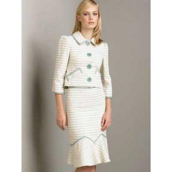 Современный костюм а-ля Шанель прошел долгую историю и длинный путь  трансформации. Первую коллекцию их твида Шанель выпустила в 1926 году. Но  эта одежда не ... e76b8c0ad30