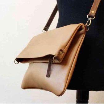 91059356ef81 Одно время он не был популярен среди дизайнеров, но сегодня большинство  модных домов используют в своих показах именно такую сумочку.
