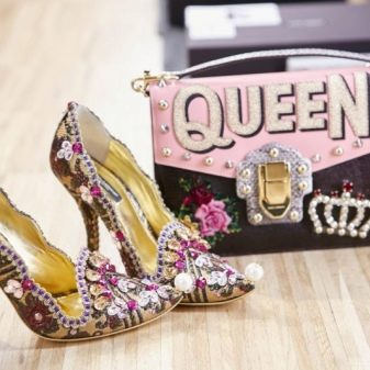 5a3f40e10 Необычные туфли на платформе с россыпью стразов и камней потрясающе  впишутся в образ полный насыщенной и привлекающей внимание одежды.
