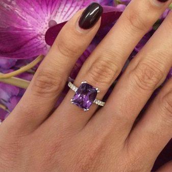 5959081b532b Кольцо с камнем (157 фото): модели с одним большим камнем и с ...