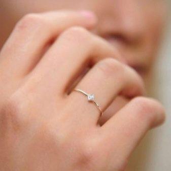 После свадьбы где носят помолвочное кольцо