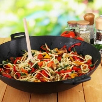 Что можно приготовить в сковороде вок