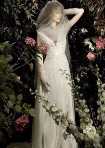 Кружевной пояс на свадебном платье