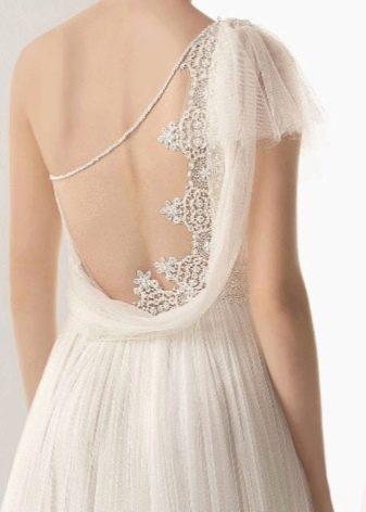 Декорирование кружевом вырез свадебного платья
