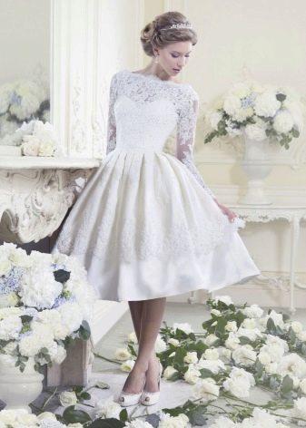 Свадебное платье в стиле ретро с юбкой колокол