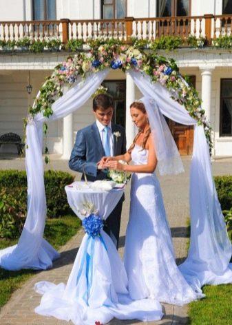 Сочетание свадебного платья с нарядом жениха