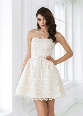 Простое свадебное платье из кружева