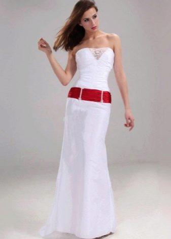 Свадебное платье русалка с красной лентой