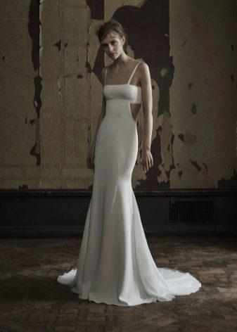Прямое свадебное платье с вырезами