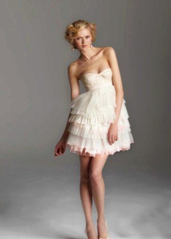 Свадебное короткое платье с многослойной юбкой плиссе