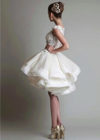 Короткое пышное свадебное платье
