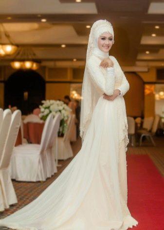 Мусульманское свадебное платье со шлейфом