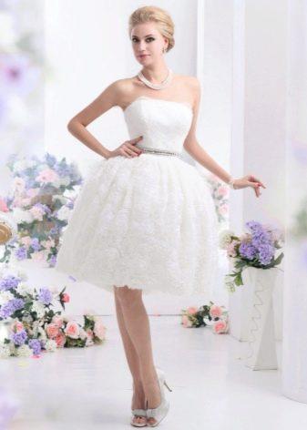 Короткое очень пышное свадебное платье