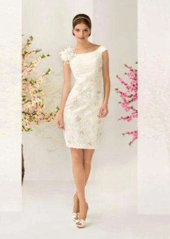 Свадебное платье короткое с кружевной юбкой