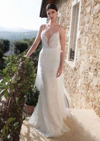 Свадебное платье ажурное с глубоким декольте