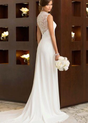 Прямое свадебное платье впол