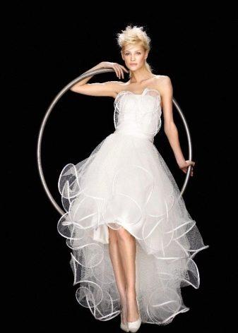 Свадебное короткое платье со шлейфом из фатина