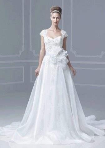 Свадебное платье с накладной юбкой кружевное