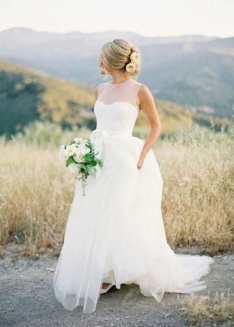Свадебное платье рустикальное с пышной юбкой