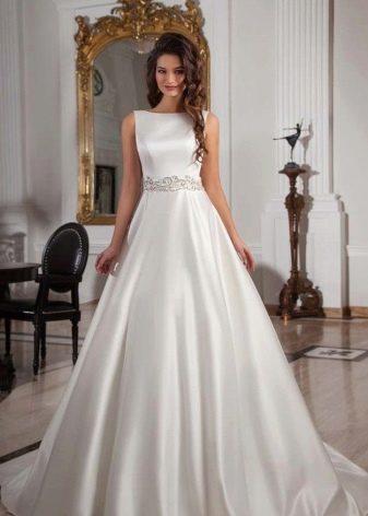 Строгое пышное платье свадебное