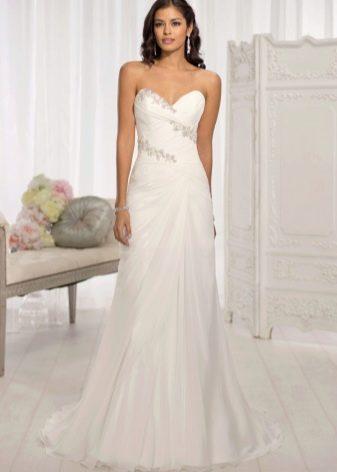 Простое свадебное платье с кружевным верхом