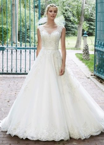 А-образное свадебное платье для прямоугольной фигуры