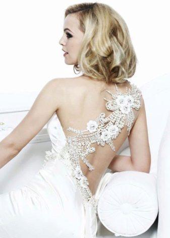 Свадебное платье с открытой спиной - украшения из страз