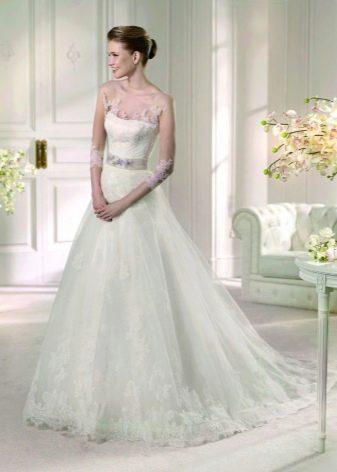 Свадебное платье с иллюзией открытости