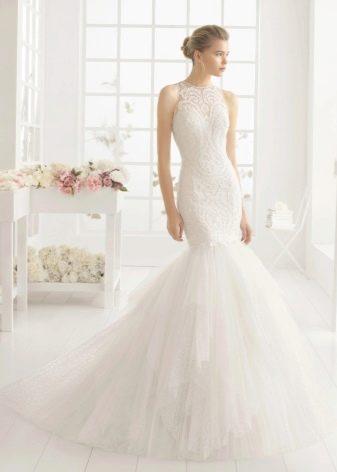 Закрытое свадебное платье из фатина и кружева русалка