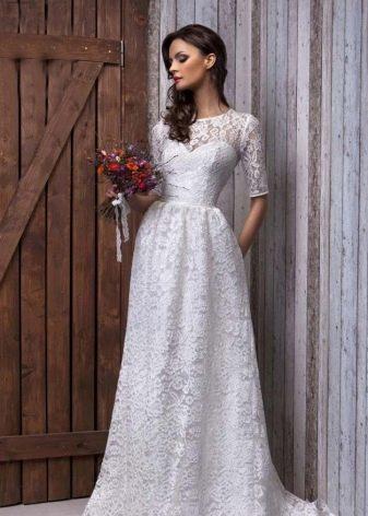 Свадебное платье кружевное с закрытым вехом