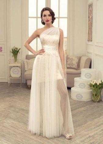 Свадебное платье с ассиметричным верхом