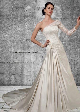Свадебное платье с одним закрытым плечом