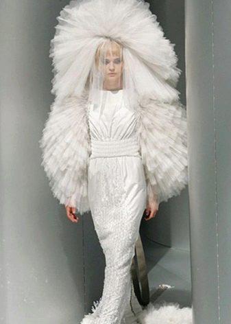 Страшное платье с пышной фатой